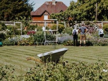 Narzędzia niezbędne podczas porządków w ogrodzie