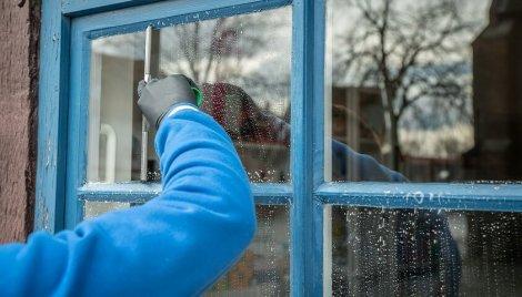 Myjka do okien - sposób na mycie okien bez smug i zacieków
