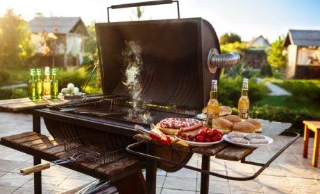 Podstawa sezonu letniego – grill gazowy, elektryczny czy węglowy?