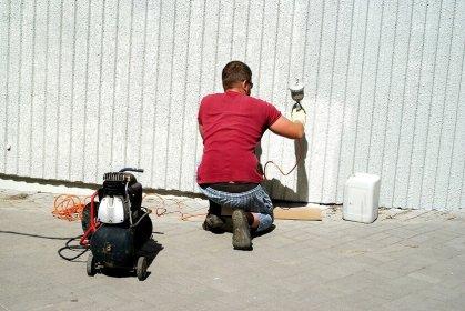 Pistolety do malowania ścian i elewacji - czym się kierować podczas wyboru?