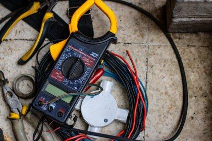 Co znajdziemy w skrzynce z narzędziami dla elektryka?